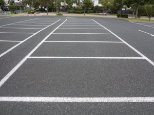 医療モール敷地内に大型駐車場あります